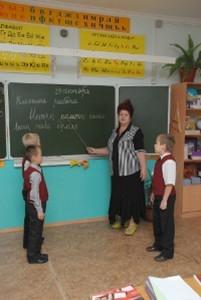 Дзыбова Людмила Умаровна, стаж работы 43 год, образование высшее, вторая квалификационная категория